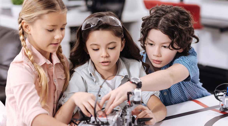 elementary school kids collaborating